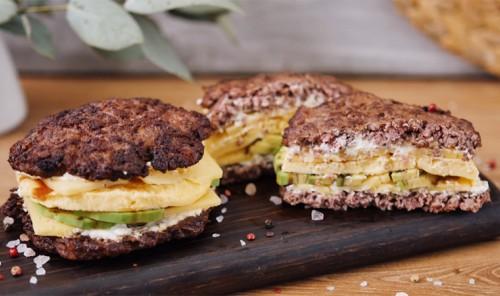 Мясистый сэндвич с авокадо