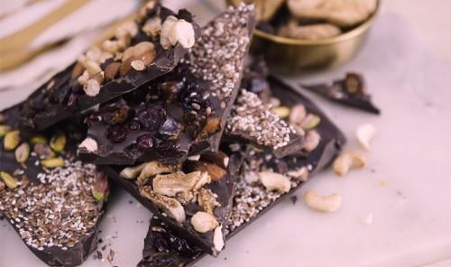 Домашний шоколад с орехами и цукатами
