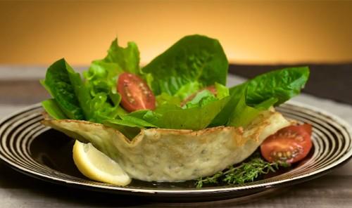 Корзиночка из сыра для подачи салата