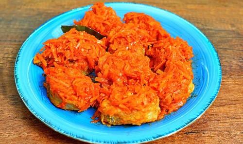 Рыба в томате с морковью и луком