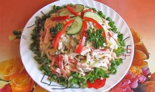 Салат с копченым сыром и ветчиной «София»