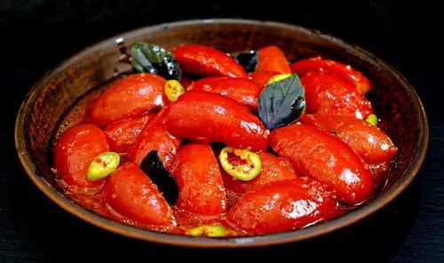 Пикантные маринованные помидоры
