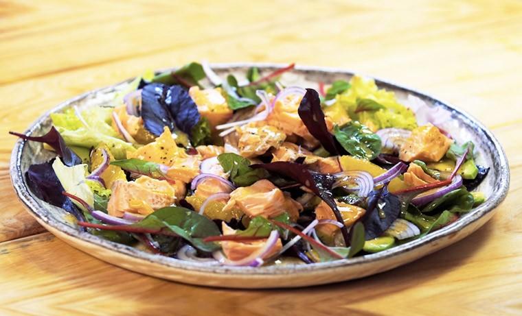 Полезный салат с лососем