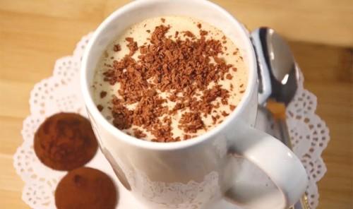 Молочный коктейль с мороженым и кофе
