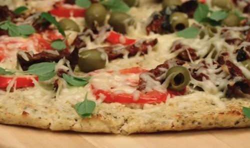 Пицца на тесте с цветной капустой