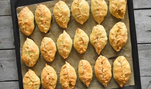 Пирожки с курицей, капустой и картошкой