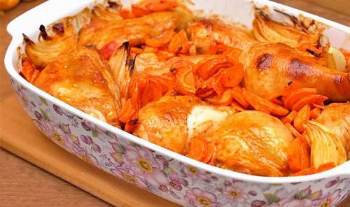 Куриные ножки с луком и морковью в духовке