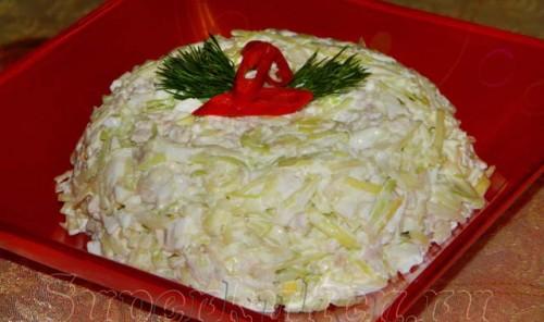 Салат с капустой, мясом и яйцом