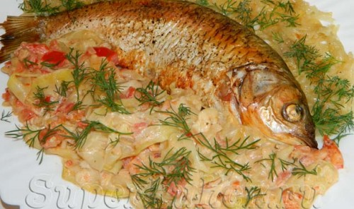 Рыба в духовке, запеченная с луком