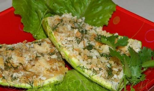 Кабачковые лодочки, запеченные с сыром и зеленью