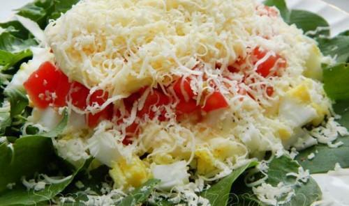 Салат со щавелем, помидорами и сыром