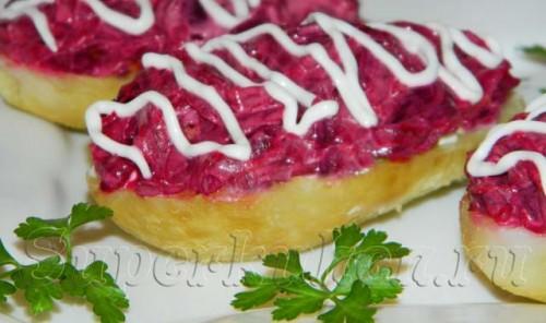 Селедка под шубой в картофельных лодочках