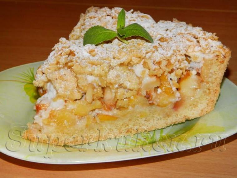 Пирог с яблоками и меренгой