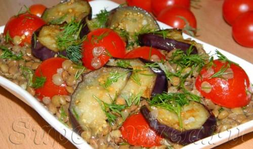 Салат из чечевицы с баклажанами и помидорами