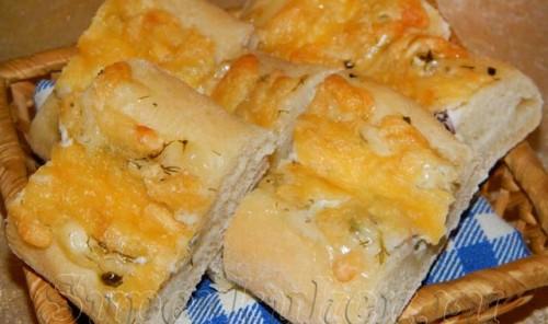 Багеты с чесноком, сыром и зеленью