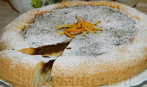 Пирог с начинкой из сгущенного молока