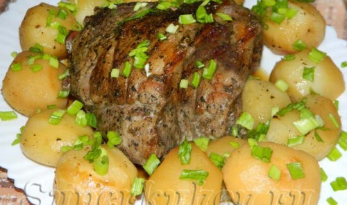 Баранья нога с картофелем в рукаве