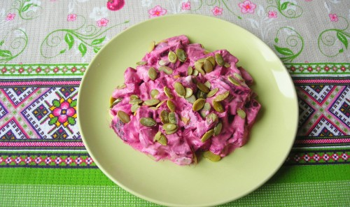 Свекольный салат с тыквенными семечками