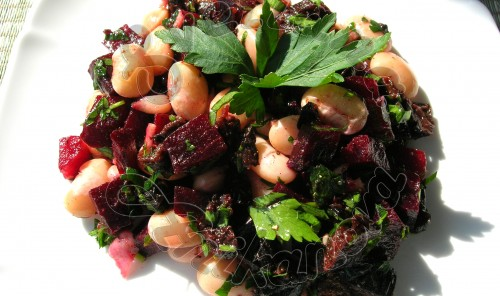 Постный салат со свеклою и фасолью